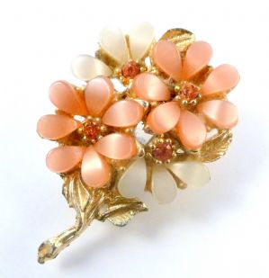 Vintage Pink, White Lucite And Rhinestone Flower Posy Brooch